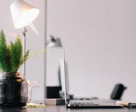 Wohlfühlatmosphäre für Mitarbeiter mit der richtigen Bürobeleuchtung